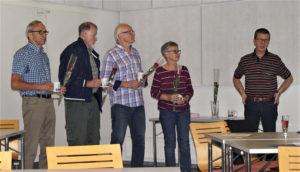Perustajajäsenien muistaminen. Vasemmalla Pekka Piepponen, Reino seppänen, Jouko Seppänen ja Mirja Anolin. Oikealla seuran puheenjohtaja Tommi Tienhaara. Kuvasta puuttuu seuran ensimmäinen puheenjohtaja Kari Seppänen, joka saapui tilaisuuteen hieman myöhemmin.